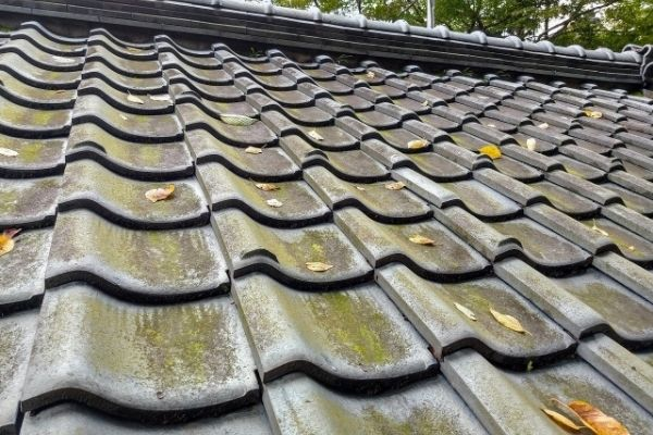 瓦屋根をDIYで修理する方法