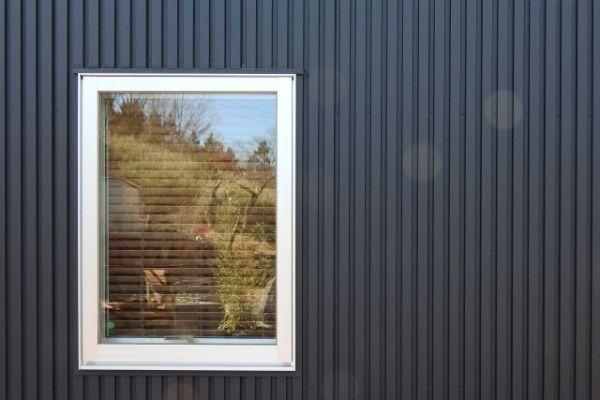 張替えがおすすめ:金属系の外壁